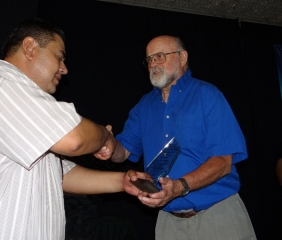 Bill Charland (right) receives a plaque on behalf of Border Partners from Principal Eduardo Esparza Rivota.