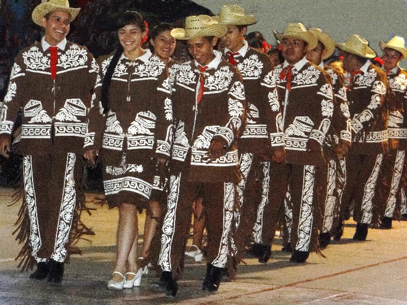 Middle school vaquero/flamenco troupe: professional quality